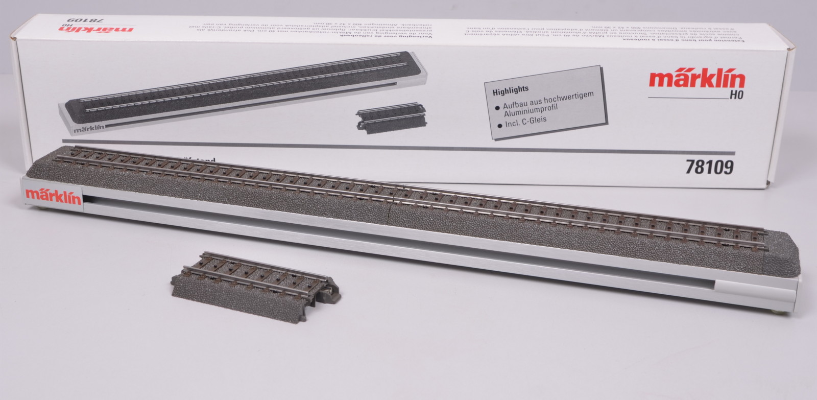 Box of 6 Pieces New Marklin 24206 C Track Curved Track R2 17-1//4